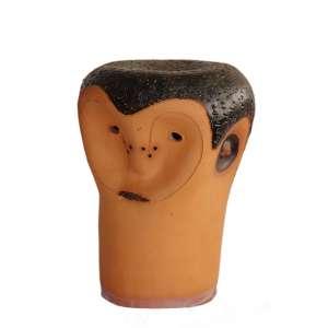 Miguel dos Santos: Cabeça: Cabeça em terracota, achatada no topo e um rosto deformado, marcada JPPI, IX-72, dimensões 27 x 18 cm de altura.