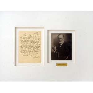 2 itens: [1] Carta de Sigmund Freud: Carta escrita por Sigmund Freud, dimensões 21 x 14 cm. Autor: Freud, Sigmund. [2] Max Halberstadt - Sigmund Freud: Fotografia de Freud, barba e charuto na mão direita, semi-perfil. Assinatura do autor no verso a tinta. Carimbo na Margem. Dimensões 18 x 13 cm. Autor: Halberstadt, Max.