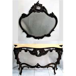 Console com espelho, estilo Rococó, em jacarandá entalhado. Tampo do console recortado com mármore. Pernas recurvas. Espelho bisotado com florão no ápice. Med. console 80x126x35cm e Med. espelho 88x86cm.