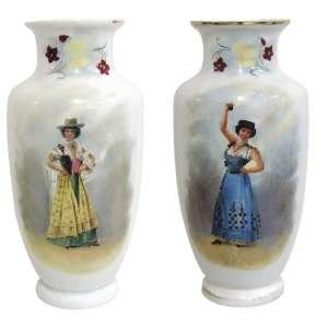 Belíssimo par de vasos em opalina européia, na cor leitosa, com pintura em policromia, com figura típica em cada um e flores. Alt. 43cm.