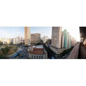 """Alberto da Veiga Guignard<br>Apartamento no Edifício Randrade<br>Com o <b>famoso mural de Alberto da Veiga Guignard</b><br>Localizado à Av. Augusto de Lima, 1036 - 11º andar <br>esquina com Praça Raul Soares - Barro Preto - Belo Horizonte <br>medindo 560 m2 com cinco quartos e quatro salas<br><br>Alberto da Veiga Guignard <br>Salão principal - Mural <br>oléo e pigmentos sobre gesso e cola<br>230 x 500 1946<br>Reproduzido no livro """"Guignard"""" de Lélia Coelho Frota <br>Sub título: """"Pintura fora do quadro: Rua caraça e Ed. Randrade""""<br><br><i>A encomenda do Mural no Edifício Randrade à Guignard foi feita em 1946 pelo Coronel Redelvim Andrade, aliás, o mesmo homem que construiria um ano depois o Ed. Acaiaca com 25 andares, na Av. Afonso Pena, defronte à Igreja São José em Belo Horizonte, prédio que seria um marco na arquitetura mineira.<br><br>Este mural gerou um desentendimento entre Redelvim e Guignard, por ele não entender o belo e minucioso desenho do artista, porque a montanha central não parecia """"Brasileira"""". <br><br>A composição de Guignard incluía as paisagens, serras, igrejas e casarios mineiros, só que em forma de um Burgo Medieval com o perfil da montanha, apontada como o """"Mont Saint Michel"""" na França.<br><br>Visitas programadas ao apartamento durante o período de exposição. Agende sua visita.</i>"""
