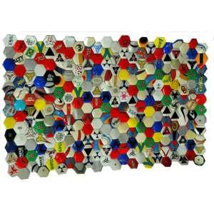 Felipe Barbosa, bolas de futebol abertas e recusturadas, 90 x 138 cm, 2011.