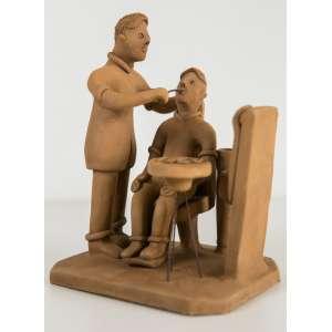Mestre Vitalino - Dentista, Escultura em Barro Cozido, medindo 16 x 12,5 x 10 cm, assinada.