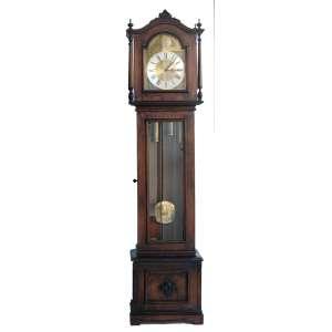 Relógio alemão URGOS, carrilhão de coluna. Móvel em cerejeira, importadora da Zona Franca de Manaus, com certificado datado 07/04/1981. Três toque de campainha: Westminster, Witt. e Saint Michel, além da opção silencioso. Medidas:2,07x48x26 cm.