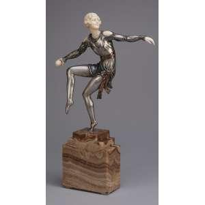 DESCOMPS,<br>Joé Throwing the Ball<br> Escultura de bronze patinado e marfim sobre base de mármore.<br>45 cm de altura. Assinada na base de mármore. França, c. 1935.<br>Reproduzida em destaque na abertura do livro Statuettes of the Art Deco Period, de Alberto Shayo, à pág. 6.<br> Reproduzida também em Art Deco and Other Figures, de Bryan Catley, à pág. 136