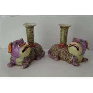 Delicado par de incensários de fina porcelana esmaltada na forma de Cães de Fó ,China Séc XIX/XX- 10 cm de alt