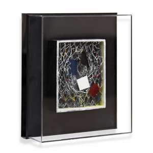 Piza, Arthur Luiz<br />T 404 - Trama. Arame galvanizado, zinco, acrílica e madeira, 14x11x3,5 cm, 2011.